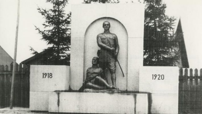 Vabadussõja monument Tartus Pauluse (Ropka-Tamme) kalmistul enne 1940. a. juunit. Foto: Rahvusarhiiv