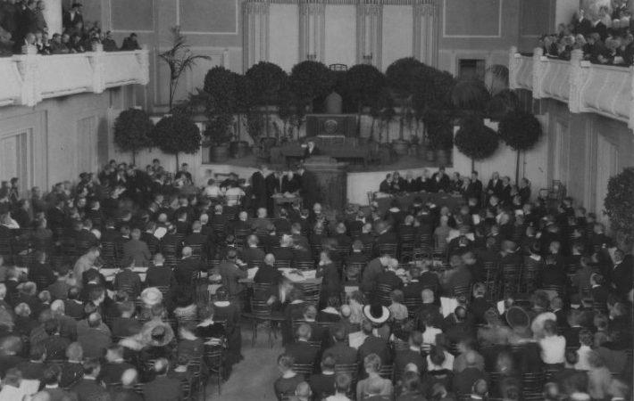 Asutava Kogu koosolek teater Estonia saalis 24. aprillil 1919.a. Foto: Rahvusarhiiv, Parikas EFA.3.0.52355