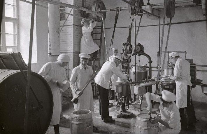 Õisu meierei Eestis aastal 1928. Foto: Rahvusarhiiv EFA.215.3.8375