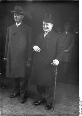 Die Parlamentspräsidenten Paul Löbe und Karl Einbund in Berlin. Foto: Deutsches Bundesarchiv