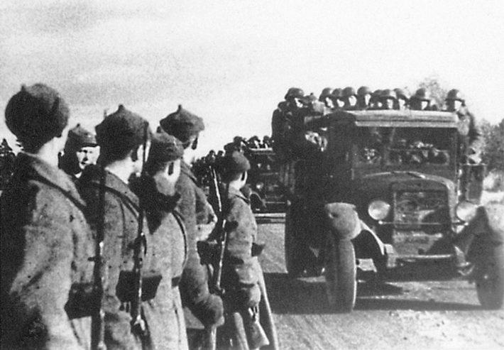 Punaarmee sisenemas Eestisse pärast baaside lepingu sõlmimist 1939. aastal. Foto: Rahvusarhiiv