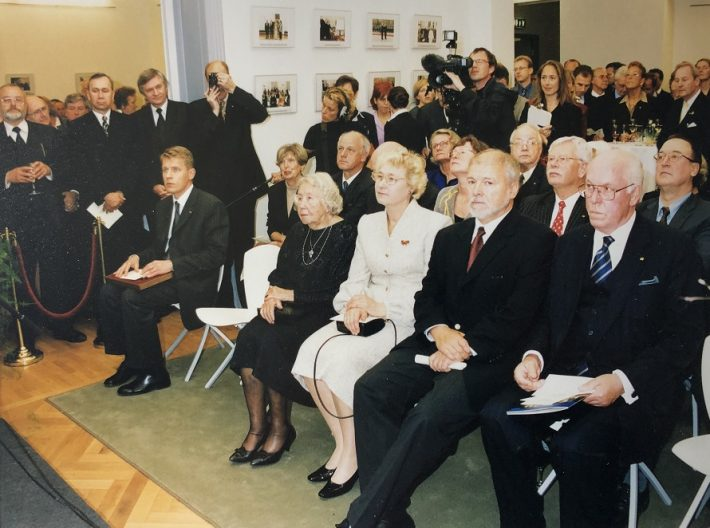 Berliini Eesti saatkonna taasavamise tseremoonia 27. septembril 2001. Foto: Eesti suursaatkond Berliinis