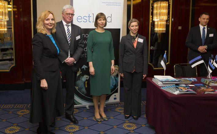 Mittelstandi aastavastuvõtul aastal 2016, pildil vasakul EAS-i esindaja Saksamaal/Hamburgis Riina Leminsky, vasakult kolmas Eesti Vabariigi president Kersti Kaljulaid