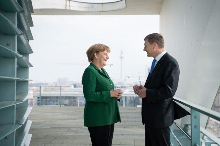 Peaminister Andrus Ansip kohtumas kantsler Angela Merkeliga. Foto: Bundesregierung/Steins