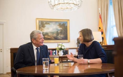 Presidendid Joachim Gauck ja Kersti Kaljulaid kohtumas Berliinis. Foto: Bundesregierung / Ante Bußmann